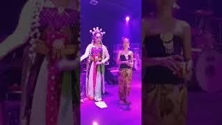KIKI MARIA feat DEWI SRI dalam LAGU UNTUK MAMA/Cipt. Billy JB