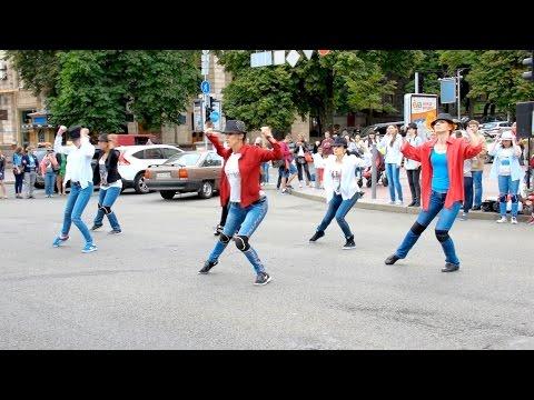Видео, Флешмоб в день памяти Майкла Джексона 27.06.2015, Киев, Крещатик