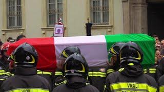 Alessandria, I Funerali Dei Tre Vigili Del Fuoco: Un Lungo Applauso All'arrivo Dei Feretri