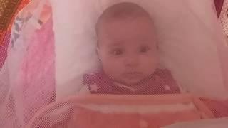 أريج نائمة في كونتها و هي تبتسم استيقضت من نوم و هي جميلة نوم اطفال يرميات اريج