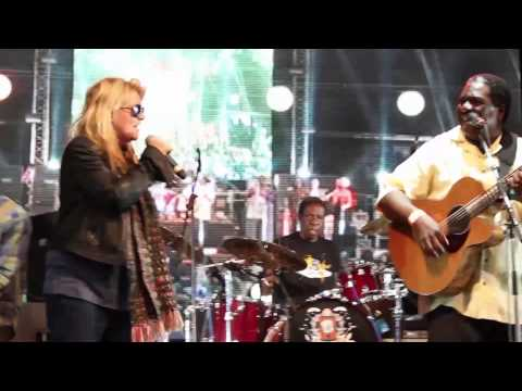 Vusi Mahlasela - Weeping - Featuring Karen Zoid And Albert Frost (Oppikoppi 2012 Sweet/Thing)