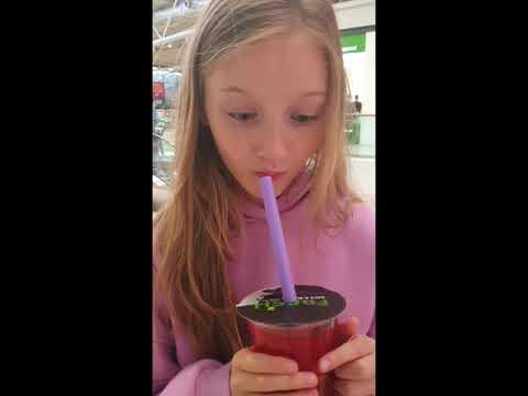 Реакция Полины на разноцветный Bubble tea