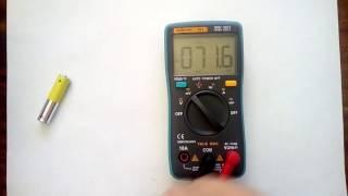 как пользоваться цифровым мультиметром на примере RM101(Данное видео для тех, кто не умеет пользоваться мультиметром с автоматическим выбором предела измерения..., 2017-01-22T13:22:56.000Z)