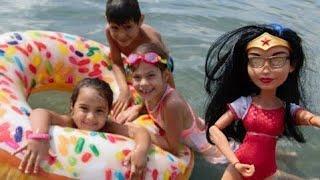 Fındıkar!!! Mikail Elis ve Meryem plajda eğleniyorlar. Wonder Women donatı şişiriyor.