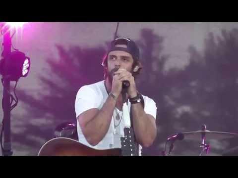 "Thomas Rhett - ""Make Me Wanna"" Live 2014 WI"