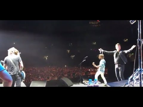"""Foo Fighters covered Rick Astley's """"Never Gonna Give You Up"""" w/ Rick..in japan!"""