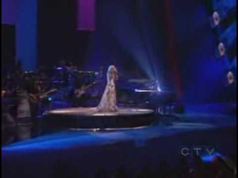 Christina Aguilera . Impossible/Beautiful Live!