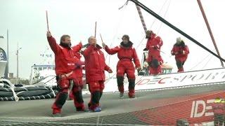 Trophée Jules Verne: l'équipage de Francis Joyon acclamé à Brest lors de leur arrivée