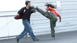 Repeat youtube video Taekwondo Girl vs Boxing Guy Street Fight Scene