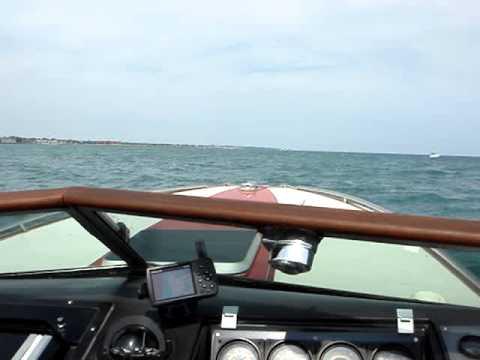 Chris Craft Stinger 260 SL LTD on Lake Michigan into the wind