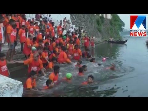 Group swimming in Aluva Periyar river  | Manorama News