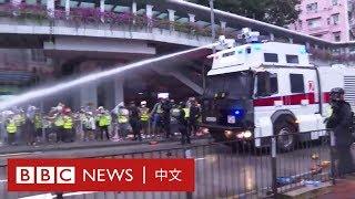 8.25香港遊行:警方首次派出水炮車到場,並開出抗議運動以來真正的「第一槍」