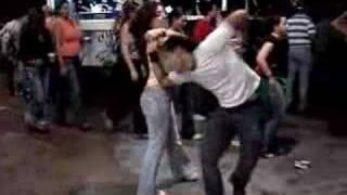 Oriana y Choco bailando Salsa Casino