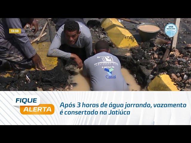 Após 3 horas de água jorrando, vazamento é consertado na Jatiúca