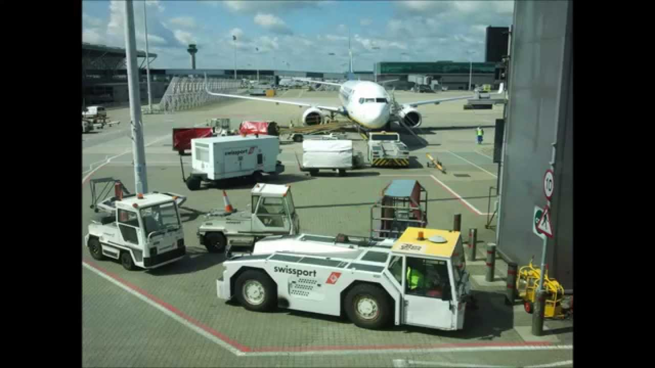 Ryanair Ground Handling At London Stansted Airport Time Lapse