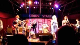Broken Social Scene - Soul Unwind (Live at Harbourfront 2009)