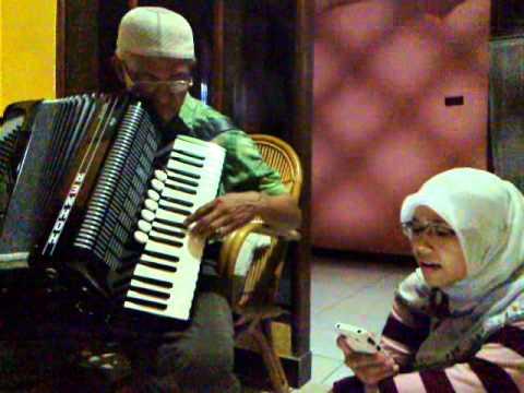Accordion lagu melayu, Wafiq Azizah with ayah HM Amin (single player)