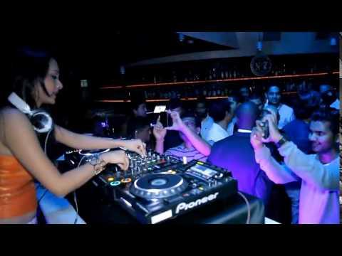 DJ PAROMA ft DJ SARFRAZ & DJ WILLY Live in Pearl Lounge Doha Marriott on 07.03.15 !!