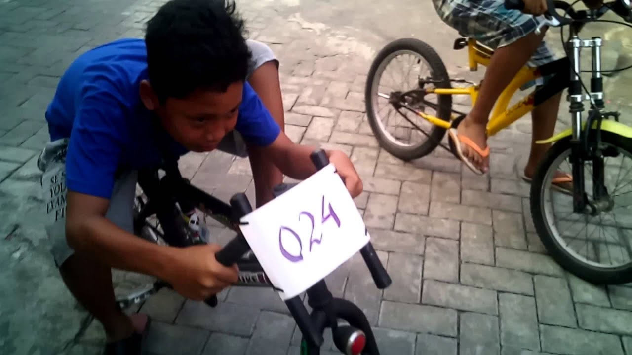 Drag lucu sepeda ontel. From Ketajen - YouTube