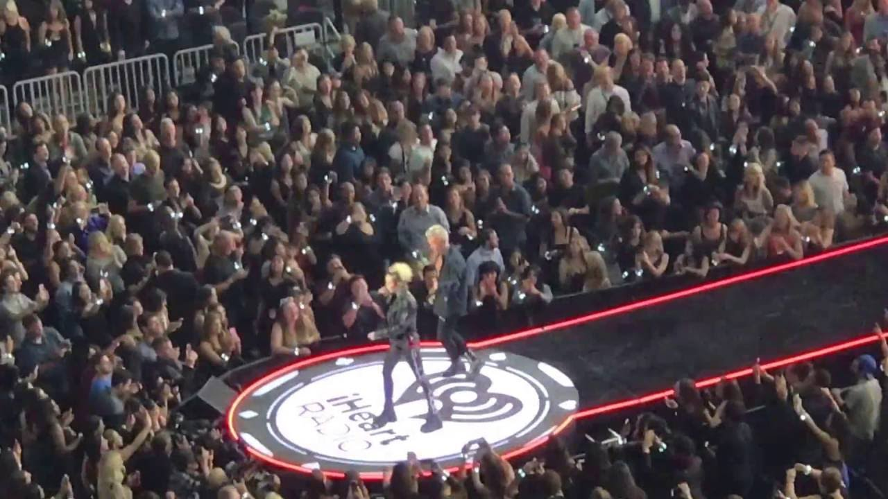 Billy Idol With Miley Cyrus Performing Rebel Yell At