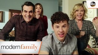 Video Luke's College Applications - Modern Family 8x17 download MP3, 3GP, MP4, WEBM, AVI, FLV Agustus 2017
