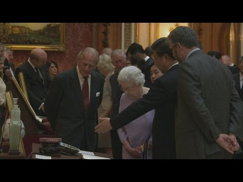 Queen takes Chinese President on tour of Buckingham Palace