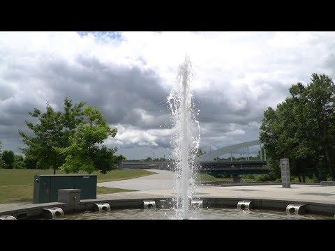 空マニア ~ 噴水と低気圧な空 ~