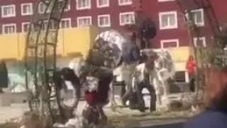 Жители Ставрополя на дне города растащили и съели арт-объект,оставив лишь голый каркас и гвозди