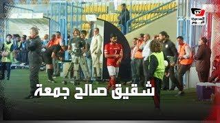 شقيق صالح جمعة يؤازر «المعلم» في مباراة «الأهلي وسموحة» بمدرجات «بتروسبورت»