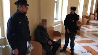 Ašsko Ujížděl policistům  Následně se dal, i přes varovný výstřel, na útěk