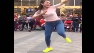 Cô gái nhảy suffle dance cực đẹp ngoài đường phố l Ht