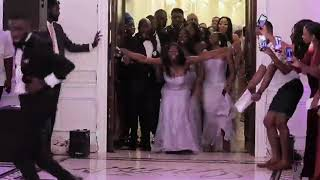 This wedding reception entrance is just too lit for words!!Squaaaad 🔥 Press Play!!