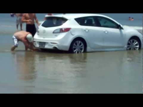 Jacksonville Fl: Car stuck in water by the incoming tide.