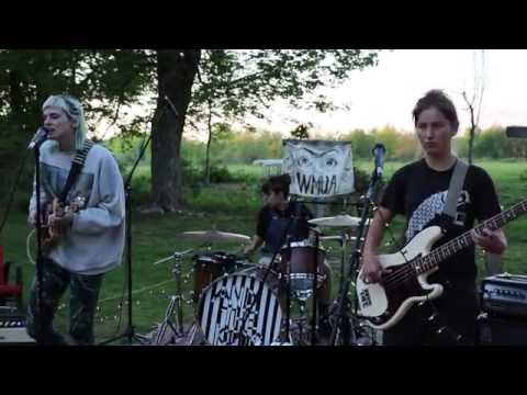 """And The Kids – """"No Countries"""" (WMUA Cauhaus Sessions)"""