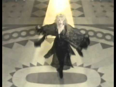 Stevie Nicks twirls, outfit magically changes...