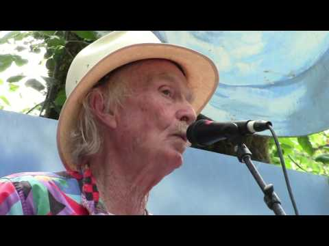 Michael Hurley & Friends Perform Tea Song at the Oregon Country Fair