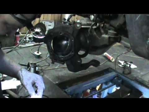 Переборка поворотного кулака на Патруле. самостоятельный ремонт
