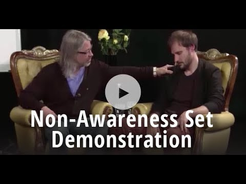 Full Hypnosis Demonstration: Milton Erickson's Non-Awareness Set