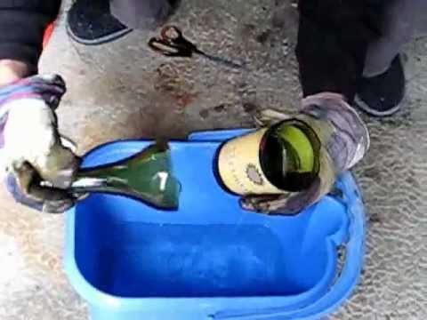 Couper une bouteille en 2 cut a glass bottle youtube - Comment couper une bouteille en verre ...