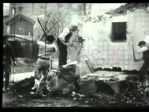 Démolition d'un mur (1896) - The Lumière Brothers