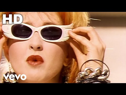 Cyndi Lauper - Girls Just Want To Have Fun:歌詞+中文翻譯