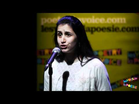Emily Tiberi, des Voix de la poésie, récite  « Je me souviens... » de Patrice Desbiens