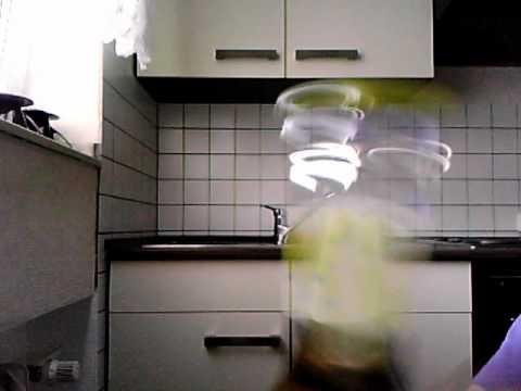 bierflasche mit fingern ffnen kein trick d youtube. Black Bedroom Furniture Sets. Home Design Ideas