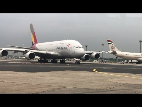 AWESOME CLOSE UP VIEW! Asiana Airbus A380-800 Heavy Take Off at Frankfurt Airport
