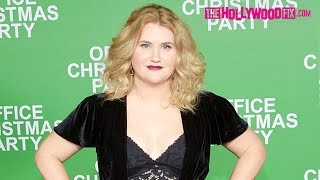 Jillian Bell Greets Fans & Signs Autographs At The