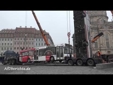 Zur Zeit werden auf dem Neumarkt die Busse aufgebaut