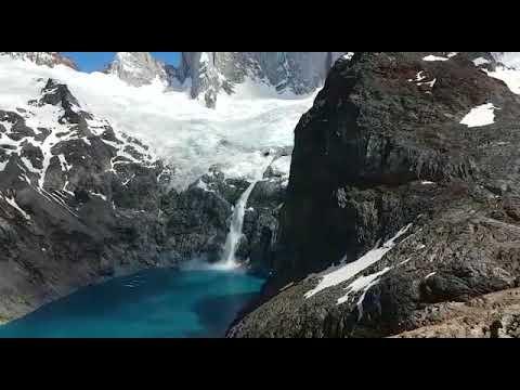 Nacimiento de una cascada en Laguna Amarga (Torres del Paine, Chile)