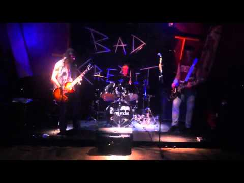 Bad Credit - Alone (Live @ Harrys Kalmar 2012-11-17)