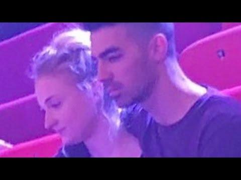 Joe Jonas & Sophie Turner Show PDA! New Hollywood Couple?