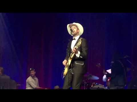 """Rayland Baxter & the Watson Twins """"The Man in Me"""" (Dylan Fest Nashville, Ryman Aud., 23 May 2017)"""